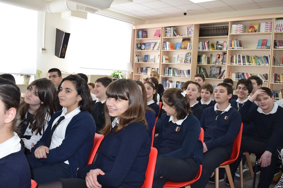 Alumna Shares Advice on Successful Career with Students (3)