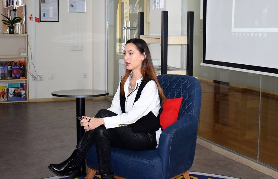 Alumna Shares Advice on Successful Career with Students (5)